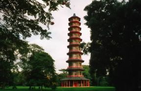 Sir William Chambers. La pagoda realizzata nel parco di Kew Palace (Surrey).De Agostini Picture Library/G. Wright