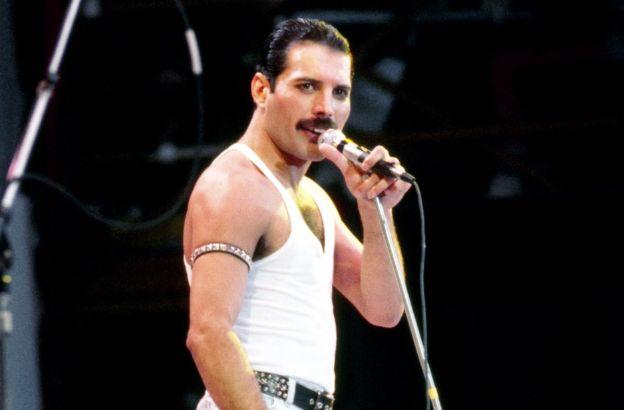Freddie Mercury: storia, carriera e vita privata di una ...